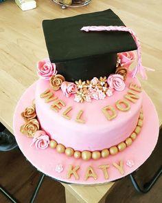 Pink and gold graduation cake – Birthday Ideas Graduation Cake Designs, College Graduation Cakes, Pink Graduation Party, Graduation Treats, Graduation Cupcakes, Graduation Decorations, Grad Gifts, Girl Cakes, Savoury Cake