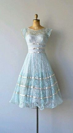 Looks like a 50's style dress!