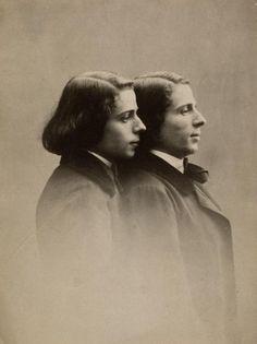 Les jumeaux LIONNET, Anatole et Hippolyte, chanteurs et comédiens, nés le 16 avril 1832 à Paris et morts tous deux en 1896... Anatole le 16 juillet et son frère emporté par le chagrin le 2 août...
