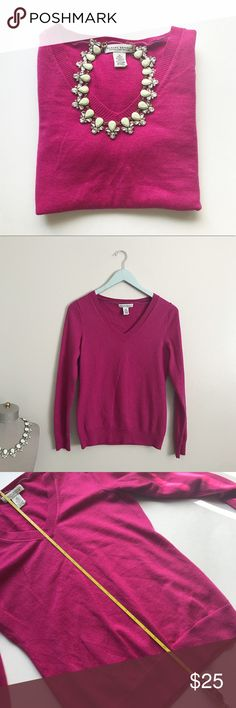 Banana Republic Sweater In excellent condition! Banana Republic Sweaters Crew & Scoop Necks