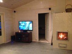 laattalattia hirsitalo - Google-haku Log Homes, Flat Screen, Haku, Inspiration, Home Decor, Google, Fireplaces, Timber Homes, Biblical Inspiration
