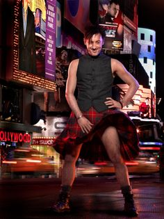 Alan Cumming~ heh heh heh. And yes, I *do* know what Scots wear under their kilts.