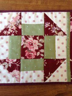 CHURN DASH alfombra taza mat vela estera de merienda Star Quilt Blocks, Quilt Block Patterns, Pattern Blocks, Quilting Projects, Sewing Projects, Old Cd Crafts, Granny Square Quilt, Diy Pillow Covers, Pinwheel Quilt