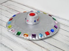 Paper Plate UFO Kids will love making this flying saucer from paper plates and craft jewels! This would be great hanging from the ceiling of a bedroom or playroom as well. The post Paper Plate UFO was featured on Fun Family Crafts. Space Preschool, Preschool Crafts, Kids Crafts, Creative Crafts, Easy Crafts, Diy With Kids, Art For Kids, Outer Space Crafts For Kids, Space Kids