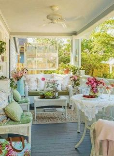 3 Fortunate Tips: Shabby Chic Table Front Porches shabby chic living room paint. Shabby Chic Veranda, Casas Shabby Chic, Shabby Chic Mode, Shabby Chic Porch, Shabby Chic Living Room, Shabby Chic Style, Shabby Chic Furniture, Shabby Chic Decor, Shabby Chic Garden