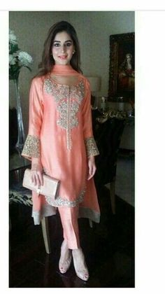 Different style sleeves for an Indian Outfit. Eid Outfits, Pakistani Outfits, Indian Outfits, Indian Attire, Indian Wear, Ethnic Fashion, Indian Fashion, Mode Bollywood, Moda Indiana