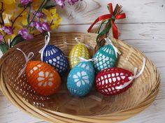 Velikonoce | Návody na háčkované hračky Easter Crochet Patterns, Knitting Patterns, Thread Crochet, Knit Crochet, Easter Crafts, Crafts For Kids, Easter Eggs, Decoration, Lily