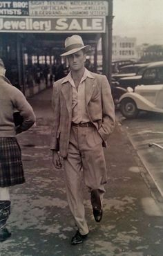 My Grandad, born 100 years ago today, looking particularly suave Adult Fashion For Men in their 1940s Mens Fashion, Vintage Fashion, 40s Fashion, Mode Vintage, Vintage Men, Vintage Photographs, Vintage Photos, La Mode Masculine, Dapper Dan