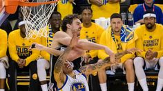 Playoffs NBA: Los Warriors se 'cargan' a Leonard y Curry remonta 25 puntos a los Spurs   Marca.com http://www.marca.com/baloncesto/nba/playoffs/2017/05/15/5918e1b722601dc06a8b457f.html