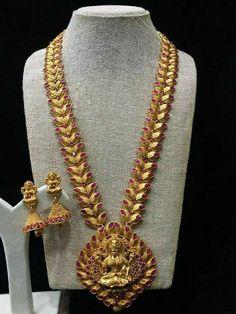 Golden long necklace Pearl Necklace Designs, Gold Necklace, Necklace Set, Long Pearl Necklaces, Choker Necklaces, Bracelets, Temple Jewellery, Jewellery Box, Kerala Jewellery