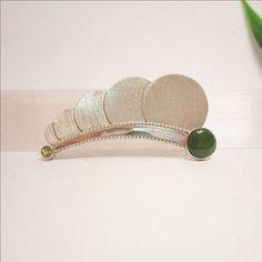 Ontwerp van Karen Klein edelsmid | zilver, jade, peridoot | Art Deco sieraden