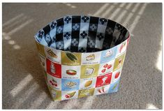 While P and a friend were working on their own sewing project this afternoon, I made this super cute drawstring lunch bag using this tutorial. Lunch Bag Tutorials, Drawstring Bag Tutorials, Drawstring Bags, Lunch Tote Bag, Diy Tote Bag, Bag Pattern Free, Bag Patterns To Sew, Fabric Tote Bags, Patchwork Bags