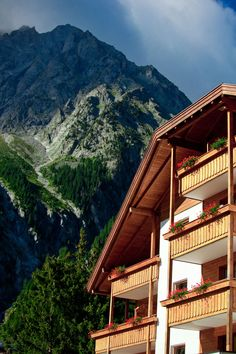 Your idyllic alpine nature active or romantic retreat in South Tyrol Spa Hotel, South Tyrol, Cross Country Skiing, Mountain View, Relax, Romantic, Cabin, House Styles, Nature