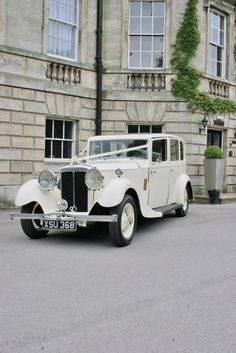 I REALLY want a vintage car, like the one we drove by that day. -M #ClassicWeddingIdeas