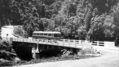 R Motor Coach Crossing the Bloukrans River Near Plettenberg Bay Countries Of The World, Old Pictures, Cape Town, Historical Photos, Graphite, South Africa, February, River, Landscape