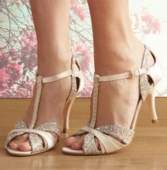 Scarlett is a delicate dance shoe with a peep toe & plaited t-bar. It's made from cream satin, platinum glitter and gold suede. It has a comfortable 85mm heel.