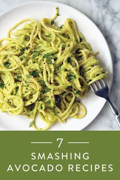 Spaghetti with Avocado Pasta SauceSpaghetti with Avocado Sauce - In this recipe, we take our love for avocados to the next level by turning the beloved fruit into a pasta sauce. This sauce is rich but totally virtuous, and the whole meal takes Vegetarian Recipes, Cooking Recipes, Healthy Recipes, Cooking 101, Diet Food To Lose Weight, Avocado Dessert, Clean Eating, Healthy Eating, Healthy Food