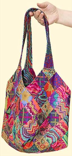 Red Midi Toto bag fabric pack; Kaffe Collective fabric, fusible fleece andpattern included. Volume approximately 8