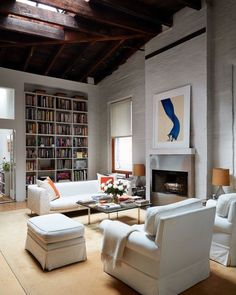 a tall living room with white furniture and a fireplace and skylight Manhattan Apartment, New York City Apartment, Amsterdam Apartment, Le Corbusier, Architectural Digest, Paris Appartment, Mug Design, Inspiration Design, Interior Inspiration