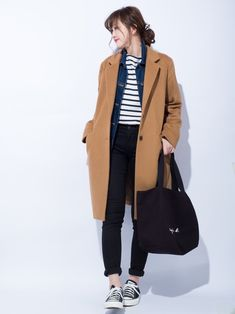The most common mistakes made by women in choosing clothes: Not dressing properly You won't be able to attend an elegant party in a shabby pants and a street festival … Korean Winter Outfits, Winter Outfits Women, Korean Outfits, Korea Street Style, Autumn Street Style, Japanese Winter Fashion, Autumn Fashion, Korea Fashion, Japan Fashion