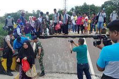 Follow @liputanbaru  Jalan Trans-Kalteng Putus Aktivitas Lalu Lintas Lumpuh Total [ Baca selengkapnya di liputanbaru.com ]  #koransindo #love #instagood #photooftheday #beautiful   Baca selengkapnya di website: liputanbaru.com #TsunamiCup