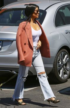 The oldest of the Kardashian/Jenner sisters also donned a fitted white top, coral blazer and stylish heels to round out her Kardashian Style, Kardashian Jenner, Kourtney Kardashian, Blazer Outfits, Blazer Fashion, Denim Outfits, Sleevless Blazer, Coral Blazer, Mommy Style
