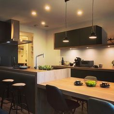 Kitchen Dinning Room, Dinning Table, Kitchen Decor, Kitchen Design, Minimal Apartment, Home Budget, Japanese House, Apartment Design, Home Living Room