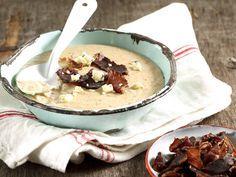 Hierdie sop het 'n sterk smaak van die biltong en romerigheid van die kaas en melk. Soup Recipes, Dessert Recipes, Cooking Recipes, Recipies, Oven Recipes, Keto Recipes, Kos, Biltong, Bacon Soup