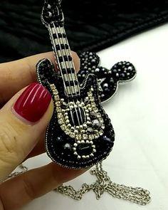 Beaded Brooch, Beaded Jewelry, Bride Nails, Brooches Handmade, Bead Art, Bead Weaving, Bead Crafts, Beaded Embroidery, Jewels