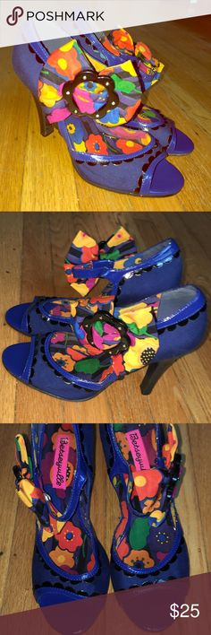 Betseyville Rockabilly Bow Heels Sz 6.5 Betseyville Blue PeepToe Pumps with a Floral Bow. Vibrant Colorful and Fun ! Perfect for a Night Out! PreOwned with mild General Wear. Fabric Upper Runber Sole. Thank You ❤️ no box Betsey Johnson Shoes Heels