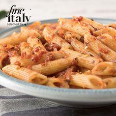 Tuscan pasta - Penne with arrabbiata sauce (spicy tomato sauce). #tuscanfood #italianfoodonline #tuscany #italianfood