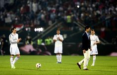 Gareth Bale of Real Madrid applauds Novak Djokovic of Serbia after he showed off a few tricks with the ball at half time during the Dubai Football Challenge match between AC Milan and Real Madrid at The Sevens Stadium on December 30, 2014 in Dubai, United Arab Emirates.