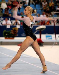Sandra Izbașa World Cup Ghent 2010 Gymnastics Images, Amazing Gymnastics, Artistic Gymnastics, Olympic Gymnastics, Gymnastics Girls, Women's Gymnastics, Gymnastics Workout, Gymnastics Flexibility, Gym Leotards