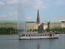 Maritime Highlights - Freizeitaktivitäten Hamburg von Hamburg Tourismus |   ca. 25.8 km, ca. 2.5 h Gehzeit  Von der Elbe über den Fischmarkt zur Speicherstadt bis hin zur neuen HafenCity - Hamburgs. Schlendern Sie an der Waterkant entlang oder fahren Sie sogar auf dem Wasser durch den Hamburger Hafen. Hier eine kleine Auswahl an Möglichkeiten für einen unvergesslichen Tag in Hamburg... (für mehr Informationen auf das Bild klicken)