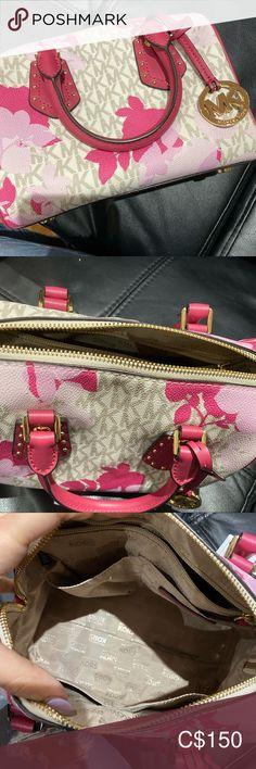 Micheal Kors Bag Micheal Kors bag. Nice condition. No tears or marks. Looks pretty new Michael Kors Bags