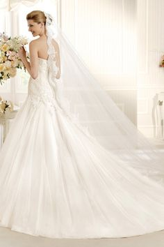 2013 Luxury Wedding Veils 3 Meters With Lace Applique Edge V002