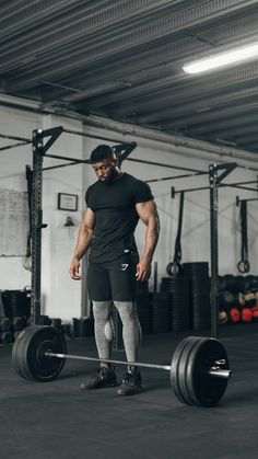gymshark athlete obi vincent wearing the eaze t shirt ark shorts and mens flex leggings whilst working out workoutmen health fitness menswork Fitness Body Men, Fitness Gym, Fitness Motivation, Health Fitness, Men Health, Motivation Quotes, Bodybuilder, Fun Workouts, At Home Workouts
