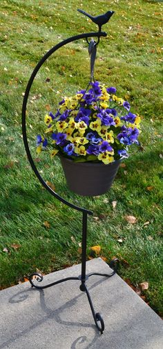 Selecting Plants for Container Gardening Occasionally, landscaping your home can be difficult, but most of the time it appears harder than it actually is. Basket Planters, Hanging Baskets, Container Plants, Container Gardening, Wrought Iron Decor, Iron Plant, Steel Art, Iron Furniture, Plant Design