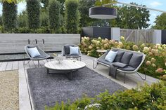 Water basin and lush planting. Simple and calm atmosphere for this outdoor room. Outdoor furniture by Borek