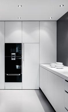 całe czarne fronty urządzeń kuchennych, lodówki może wtedy też (wolnostojącej z kostkarką).