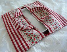 Labores de Tania: Bolsa para tartas....o para Quiche Sewing Hacks, Sewing Tutorials, Casserole Carrier, Costura Diy, Place Mats Quilted, Diy Bags Purses, Sewing Material, Craft Bags, Craft Corner