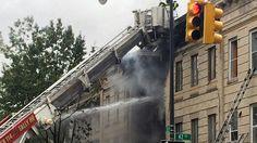 El estallido se produjo en un edificio de Borough Park, en Brooklyn, aproximadamente a la 1:00 p.m. Una mujer murió y otras tres resultaron heridas a causa de una explosión de gas este sábado en la tarde en un edificio de Brooklyn, según los bomberos. Se informó que el estallido ocurrió como a la 1:00…