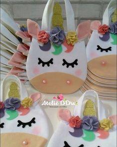 Sacolinhas para a festa da Luiza. Baby Crafts, Felt Crafts, Diy And Crafts, Disney Ornaments, Felt Ornaments, Sewing Patterns For Kids, Sewing For Kids, Unicorn Party, Unicorn Birthday