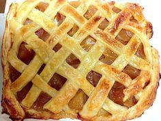 俺のスイーツ系のルーツ、母のアップルパイを、息子と共作してくれた。 やっぱり、この味なんだよねぇ。。 - 3件のもぐもぐ - 息子とぐらんまの共作。アップルパイ by zygosys