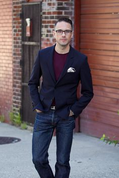 Dressing for a night out and dressing for a first date. Slim dark denim and a navy blazer are two great menswear basics for a sharp not overdressed look. Men's Fashion, Stylish Mens Fashion, Best Mens Fashion, Mens Fashion Suits, Fashion Night, Stylish Menswear, Fashion Trends, Rock Style Men, Guy Style
