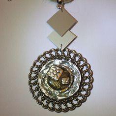 Collier capsule aplatie couleur argent