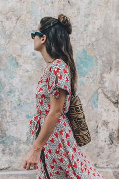 Printed long dress with short sleeves.