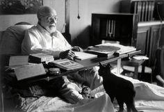 "Entreleyrasycafeina.tumblr.com - barcarole: ""Henri Matisse at his home in Nice in 1949, by Robert Capa. """