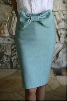 Great vintage bow-tie skirt that you could make yourself with this tutorial. What are you waiting for? Head to the thrift store!
