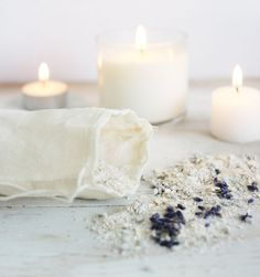 Homemade gift idea for hostesses: diy lavender-oatmeal bath soak